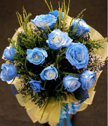 1 Dozen Blue Roses Spray (Round Bouquet)