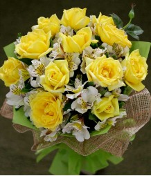 1 Dozen Yellow Roses w/ Alstro (Round Bouquet)