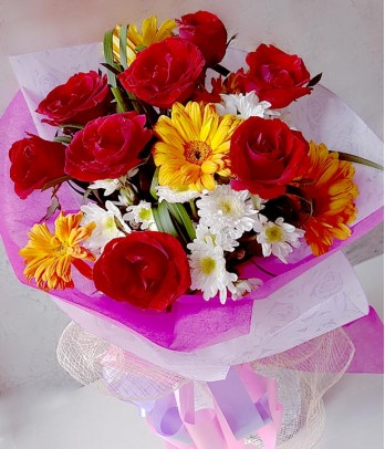 8 pieces of Red Roses with Gerberas (Round Bouquet)